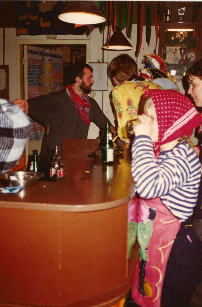 Carnaval in 't Kelderke in 1986, nog in de oude configuratie.